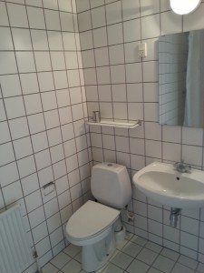 4. Maj Kollegiet vær. 7.jpg badeværelse